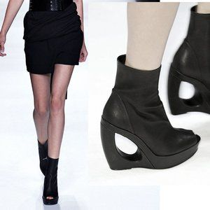 Ann Demeulemeester boots / cut-out curved heel